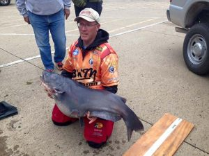 On the hunt for blue catfish - EverybodyAdventures World Record Blue Catfish Weight
